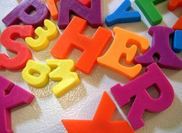 magnet-letters-on-fridge_2487232